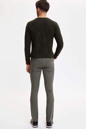 брюки Размеры модели: рост: 1,89 грудь: 100 талия: 74 бедра: 97 Надет размер: размер 30 - рост 32 Elastan 2%, Хлопок 98%