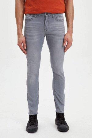 брюки Размеры модели: рост: 1,88 грудь: 98 талия: 80 бедра: 98 Надет размер: размер 30 - рост 32  Хлопок 97%,Elastan 3%