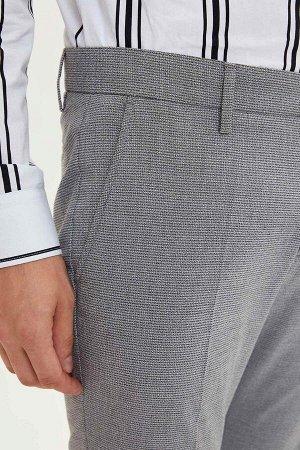 брюки Размеры модели: рост: 1,88 грудь: 96 талия: 77 бедра: 96 Надет размер: размер 32 - рост 32 Elastan 2%, Вискоз 34%, Полиэстер 64%