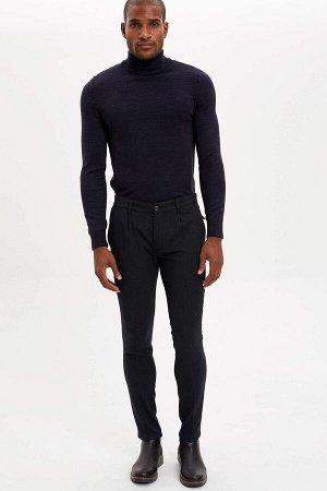 брюки Размеры модели: рост: 1,89 грудь: 100 талия: 81 бедра: 96 Надет размер: размер 32 - рост 32  Вискоз 33%, Полиэстер 64%,Elastan 3%