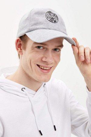 шапка Размеры модели: рост: 1,87 грудь: 77 талия: 95 бедра: 93 Надет размер: STD  Хлопок 50%, Полиэстер 50%