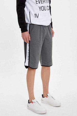 шорты Размеры модели: рост: 1,89 грудь: 99 талия: 75 бедра: 94 Надет размер: M Elastan 6%, Полиэстер 16%, Хлопок 78%