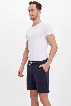 шорты Размеры модели: рост: 1,89 грудь: 99 талия: 75 бедра: 94 Надет размер: M  Хлопок 100%