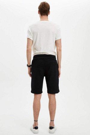 шорты Размеры модели: рост: 1,88 грудь: 98 талия: 82 бедра: 95 Надет размер: M  Полиэстер 50%, Хлопок 50%