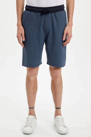 шорты Размеры модели: рост: 1,88 грудь: 98 талия: 82 бедра: 95 Надет размер: M  Хлопок 50%, Полиэстер 50%