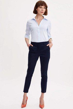 Рубашка в тонкую голубую полоску