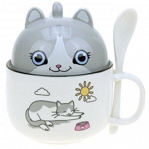 """Кружка фарфоровая """"Забавные котята"""" 380мл, д10см h7,2см, с крышкой в виде кружки 180мл, д9,3см h6см, с ложкой 12,5см, с деколью, микс, ободок, в коробке (Китай)"""