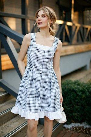 Сарафан 62% полиэстер, 38% вискоза Рост: 164-170 см. Платье - сарафан в клетку. Фигурный вырез горловины, застежка на пуговицы, по юбке заложены складки, карманы в боковых швах. По низу платья волан и