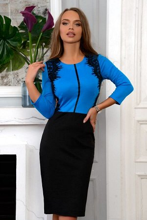 Платье Размер: 42 / 44 / 46 / 48 Очаровательное трикотажное платье с имитацией двойки Верх глубокого голубого оттенка с выделкой из кружева и чёрная классическая юбка. Одновременно смотрится строго и