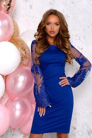 Платье Элегантное и строгое, это платье привлечет к вам все взгляды. Модель выполнена из плотной трикотажной ткани насыщенного синего оттенка. Модель облегает фигуру и оставляет колени открытыми, выре
