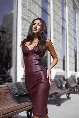 Платье-футляр из матовой экокожи