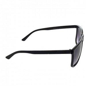 Стильные мужские очки Azzur в чёрной оправе с затемнёнными линзами.