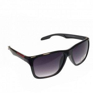Стильные мужские очки VTD с затемнёнными линзами.