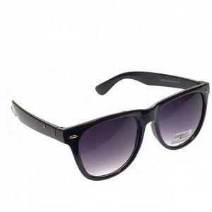 Стильные мужские очки Vogue чёрного цвета с затемнёнными линзами.