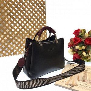 Дизайнерская сумочка Telyviv с широким ремнем через плечо из матовой эко-кожи чёрного цвета.