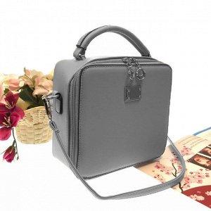 Изящная сумочка-коробочка Blumarin с ремнем через плечо из матовой эко-кожи дымчато-серый цвета.