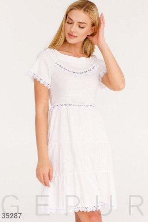 Светлое льняное платье