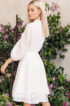 Воздушное платье молочного оттенка