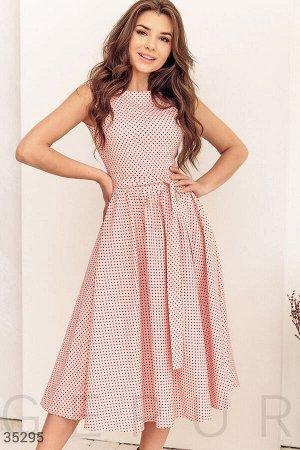 Розовое платье в контрастный горошек
