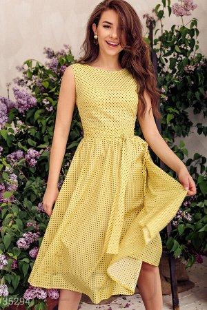 Элегантное желтое платье в горошек