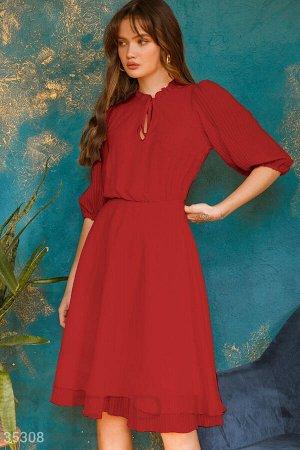 Воздушное платье яркого красного цвета