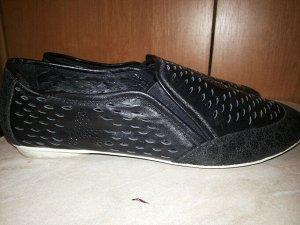 Легкие Черные кожаные туфли, перфорация, 39р., состояние идеальное, фото внутри