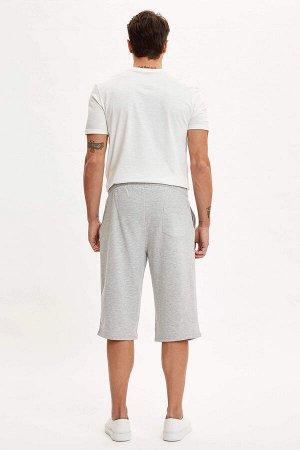 шорты Размеры модели: рост: 1,89 грудь: 100 талия: 81 бедра: 97 Надет размер: M  Хлопок 70%, Полиэстер 30%