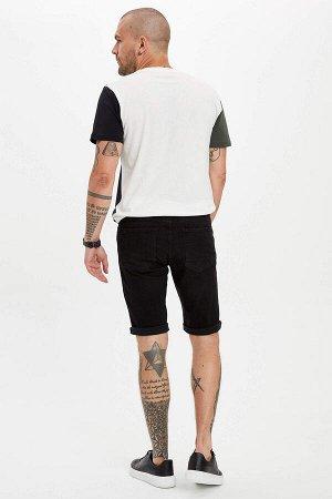 шорты Размеры модели: рост: 1,82 грудь: 98 талия: 81 бедра: 96 Надет размер: 30 Elastan 2%, Хлопок 98%