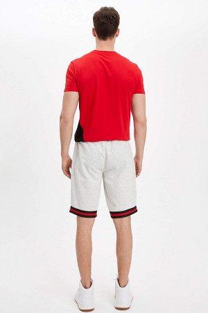 шорты Размеры модели: рост: 1,87 грудь: 99 талия: 75 бедра: 94 Надет размер: M  Хлопок 17%, Полиэстер 83%