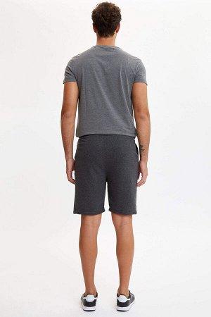 шорты Размеры модели: рост: 1,9 грудь: 97 талия: 81 бедра: 95 Надет размер: M  Полиэстер 50%, Хлопок 50%