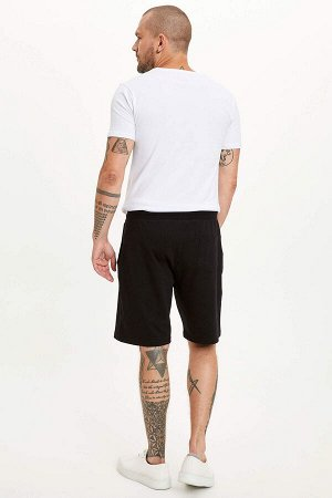шорты Размеры модели: рост: 1,82 грудь: 98 талия: 81 бедра: 96 Надет размер: M  Полиэстер 15%, Хлопок 85%
