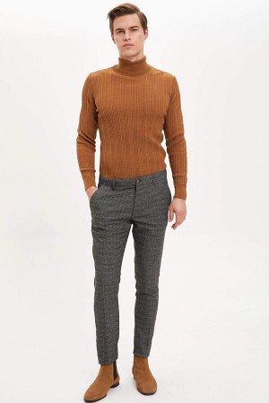 брюки Размеры модели: рост: 1,89 грудь: 98 талия: 80 бедра: 95 Надет размер: размер 32 - рост 32  Вискоз 34%, Полиэстер 64%,Elastan 2%