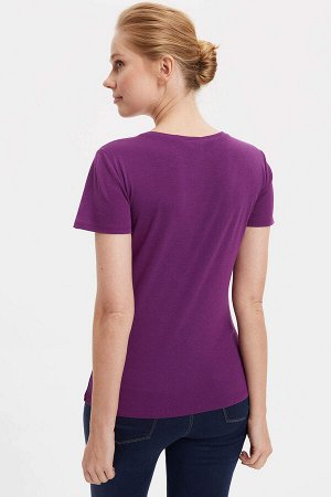 Фиолетовая футболка
