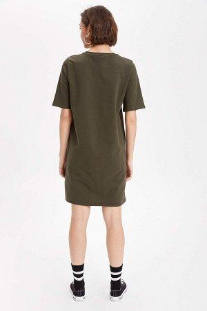 Платья Размеры модели: рост: 1,74 грудь: 84 талия: 60 бедра: 90 Надет размер: M Хлопок  100%