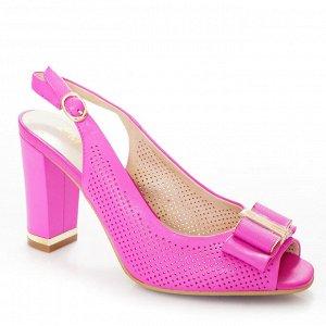 Босоножки Страна производитель: Китай Размер женской обуви x: 35 Полнота обуви: Тип «F» или «Fx» Вид обуви: Босоножки Материал верха: Натуральная кожа Материал подкладки: Натуральная кожа Каблук/Подош