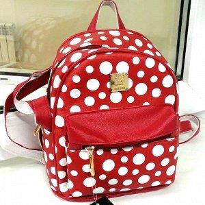 Рюкзак Страна производитель: Китай Тип: Рюкзак Пол: Для девочек Материал: Искусственная кожа Цвет: Красный + белый Детская сумка давно превратилась в товар первой необходимости. У маленького человека