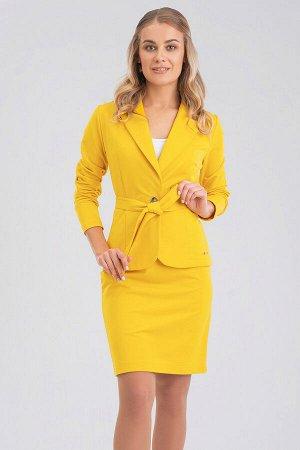 Желтый Отличным и легким вариантом на летний период станет классический костюм яркой расцветки. Жакет с отложным воротником и застежкой на одну пуговицу, дополнен поясом.  Жакет отлично подойдет к люб