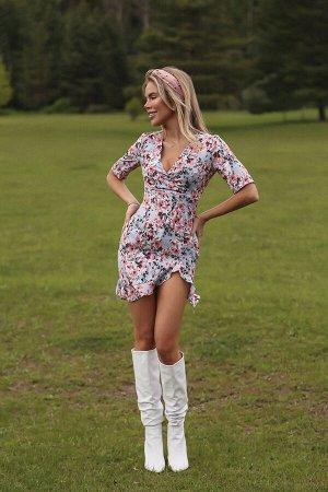 Платье-мини с цветочным принтом, воланом и разрезом сбоку