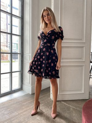 Шифоновое платье с цветочным принтом, широким поясом и рюшами