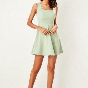 Платье Очень достойное платье из плотной ткани