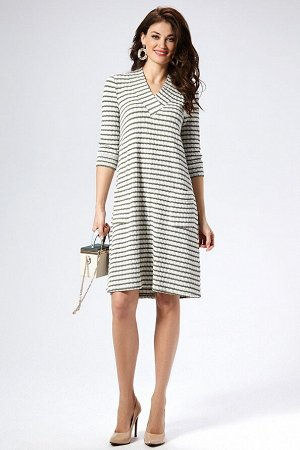 Платье Состав 51%ПЭ, 47 % хлопок, 2% спандекс Платье трапеция с каскадным низом. Горловина v-образная с притачной широкой планкой. Рукав втачной, длинной 3/4 с притачной манжетой. По переду платья 2 н