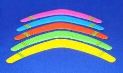 Бумеранг Бумеранг - просто незаменим для игр на свежем воздухе. Можно устроить соревнование на длительность нахождения бумеранга в полете или по метанию бумеранга на точность, для этого на местности о