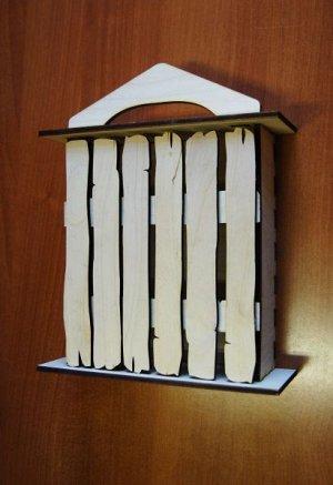 Ключница Ключница, (продается в разобранном виде в палетках), не комплектуется фурнитурой, габарит в собранном виде 29*19*8 см, внутренний размер основного ящика 18*22*5,5 см, толщина фанеры 6 мм.   О