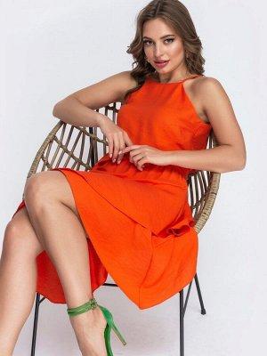 Платье Стильное платье из льна «жатки» на узких регулируемых бретелях с американской проймой. Расклешенная юбка с асимметричным подолом, дополнена широким воланом. В поясе предусмотрена эластичная дет