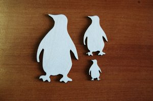 Пингвины Пингвины, в наборе 3 штуки, (продается в разобранном виде в палетках), размеры 10*6 см, 6*3,5 см, 2*3 см, материал: фанера 3 мм.   Заготовка продается в палетках. Для сохранности при транспор
