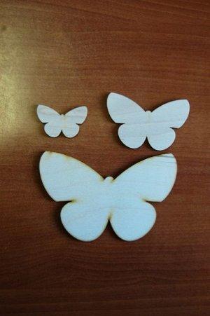Бабочки Бабочки, в наборе 3 штуки, (продается в разобранном виде в палетках), размеры 16*10 см, 10*6,5 см, 6*4 см, материал: фанера 3 мм.   Заготовка продается в палетках. Для сохранности при транспор
