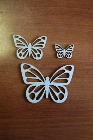 Бабочки Бабочки, в наборе 3 штуки, (продается в разобранном виде в палетках), размеры 14*10 см, 9*7 см, 5*4 см, материал: фанера 3 мм.   Заготовка продается в палетках. Для сохранности при транспортир