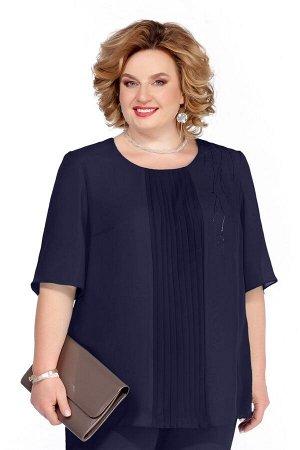 Блуза Блуза Pretty 1085 т. синий  Состав: ПЭ-100%; Сезон: Весна-Лето  Блуза прямого силуэта, выполненная из шифона. Имеет по переду узкую вертикальную вставку с плиссе. Вырез горловины округлый. Рука