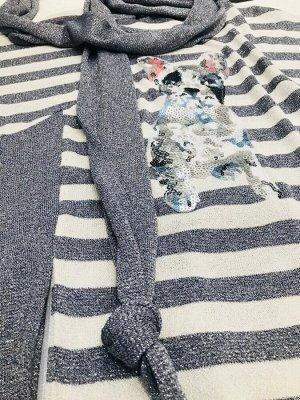 Платье Платье NOCHE MIO 1.949  Состав: Вискоза-46%; ПЭ-46%; Эластан-4%; Полиакрил-4%; Сезон: Весна-Лето Рост: 164  Комфортное платье прямого силуэта из мягкого трикотажного полотна с оригинальной апп