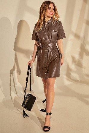 Платье Платье Golden Valley 4657 капучино  Состав ткани: ПЭ-100%;  Рост: 170 см.  Платье с центральной застежкой на кнопки, втачным воротником с отрезной стойкой. По переду с накладными карманами с к